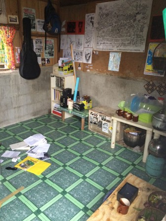 6-Feral-Crust-is-a-one-room-shack-used-as-a-living-space-and-community-activity-center_adj