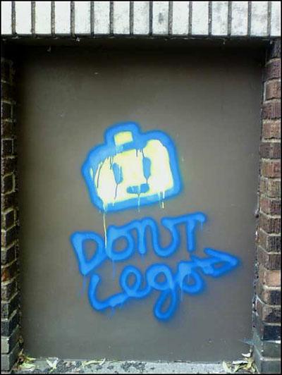 aptbldg_graffiti_lego.jpg