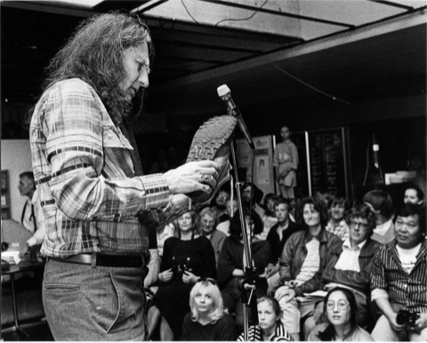 Jackson Mac Low describes his shoes to the audience (Photo: Michael Lange, 1985)