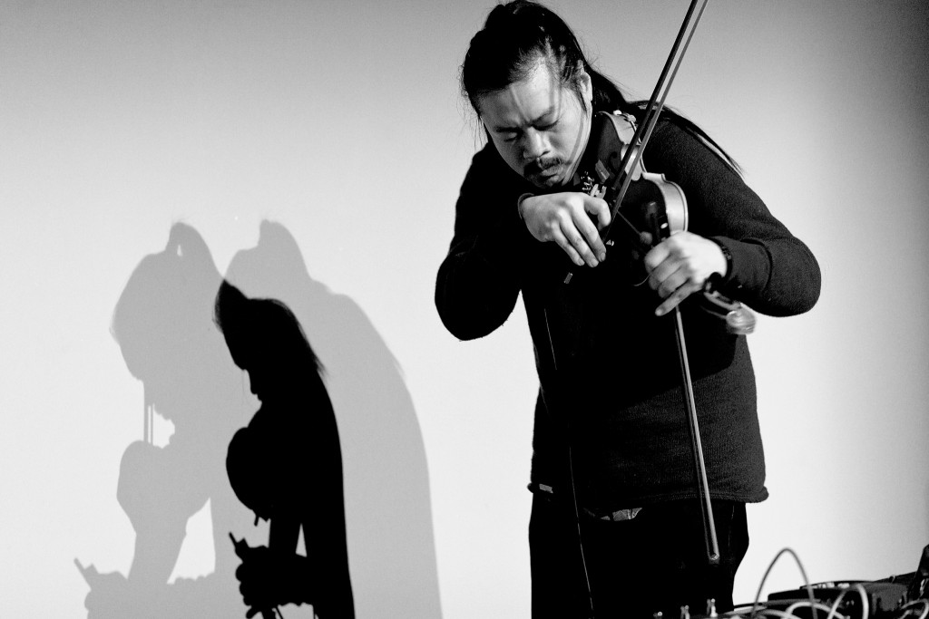 C. Spencer Yeh performs at the Museum of Modern Art Warsaw in September 2014. Photo: Bartosz Stawiarski