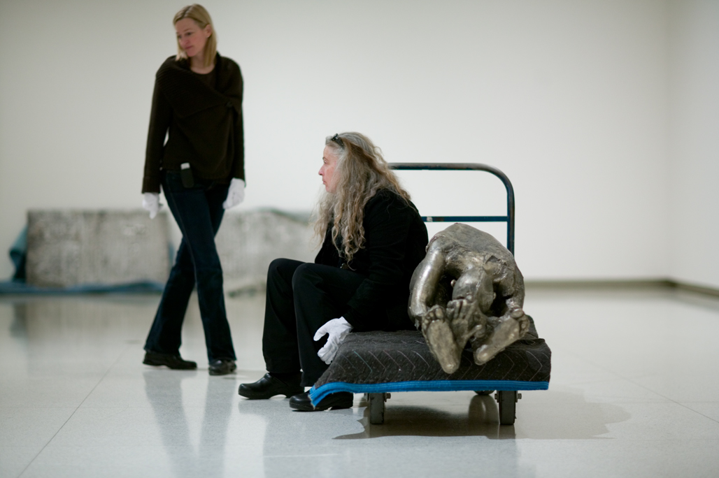 Kiki Smith and Siri Engberg checking out the viewing angles