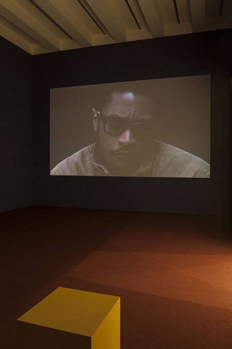 Exhibition view of Nástia Answers Gabi, 2010, video.