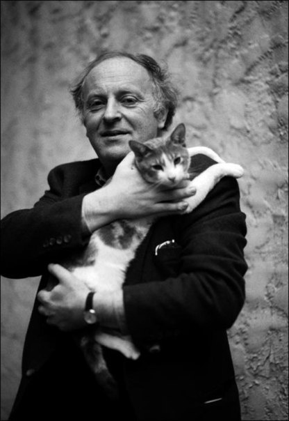 Joseph Brodsky with his cat Mississippi, 1991, photo: Bengt Jangfeldt