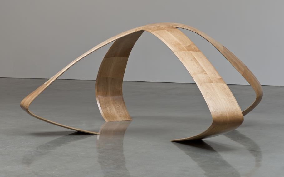Liz Larner, X (2012), Maple, 54.5 x 118 x 102 inches (138.4 x 299.7 x 259.1 cm), © Liz Larner, Courtesy Regen Projects, Los Angeles