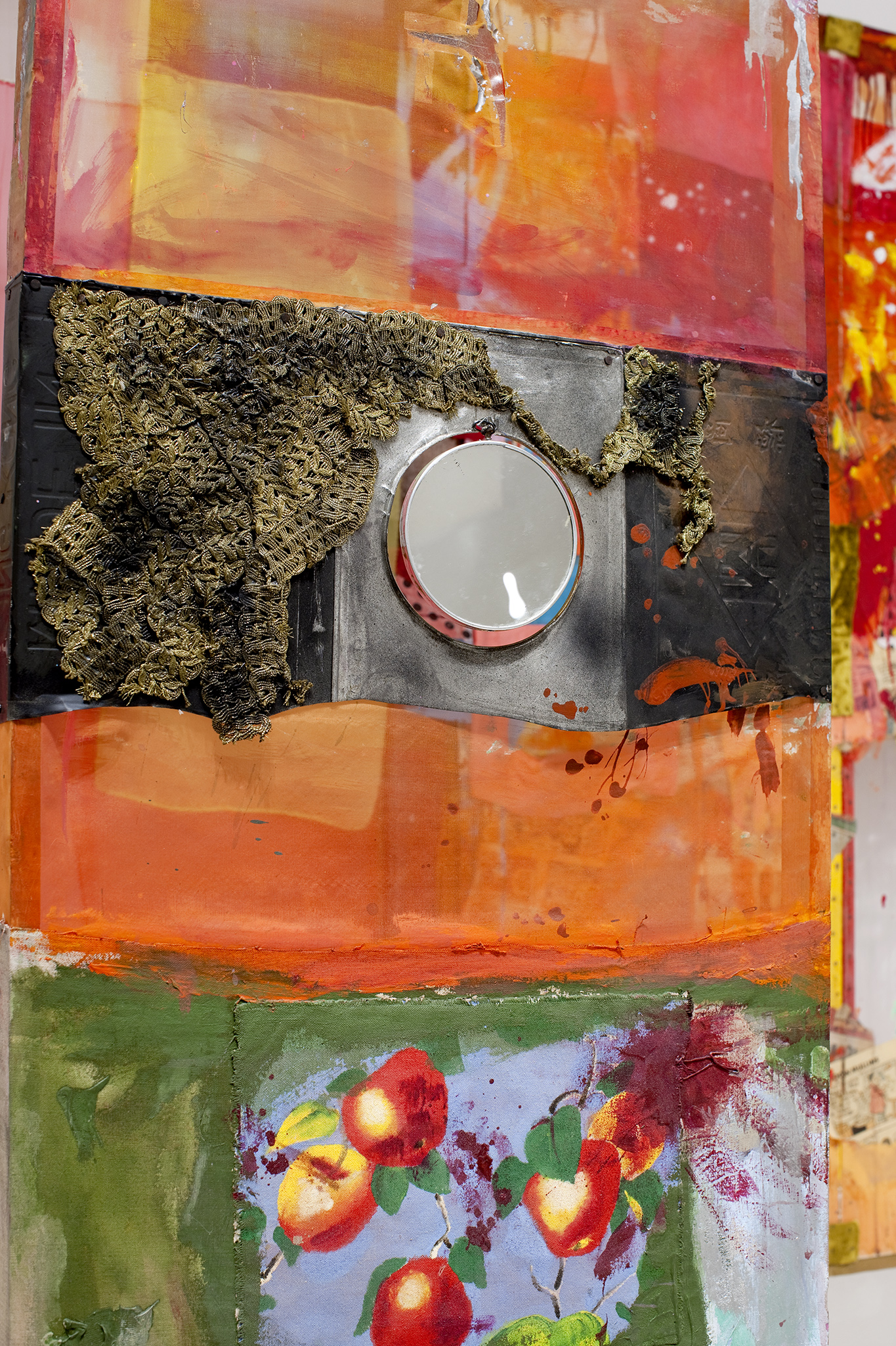 Robert Rauschenberg Décor for Minutiae 1954/1976 oil, paper, fabric, newsprint, wood, metal, and plastic with mirror and string, on wood 84 ½ x 81 x 30 ½ in. (214.63 x 205 x 77.47 cm) Walker Art Center, Merce Cunningham Dance Company Collection, Gift of Jay F. Ecklund, the Barnett and Annalee Newman Foundation, Agnes Gund, Russell Cowles and Josine Peters, the Hayes Fund of HRK Foundation, Dorothy Lichtenstein, MAHADH Fund of HRK Foundation, Goodale Family Foundation, Marion Stroud Swingle, David Teiger, Kathleen Fluegel, Barbara G. Pine, and the T. B. Walker Acquisition Fund, 2011.