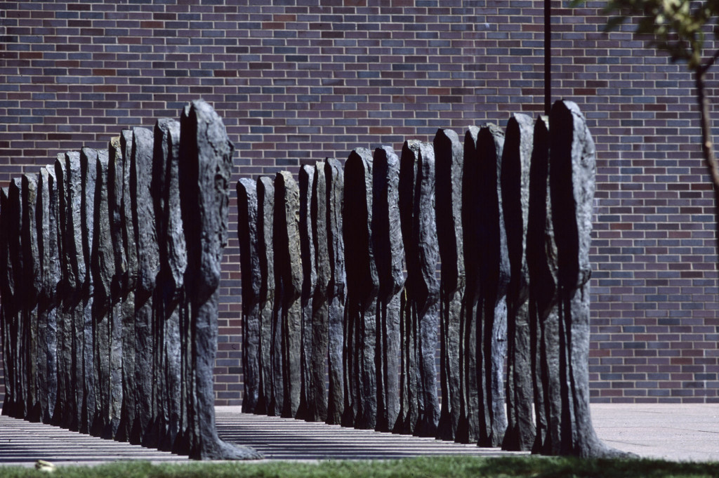 Magdalena Abakanowicz, Bronze Crowd (1990-91), Minneapolis Sculpture Garden, 1992